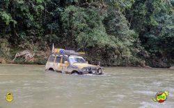 mit dem Jeep durchs Wasser