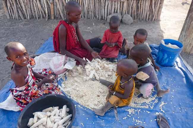 Massai Frau mit Kindern